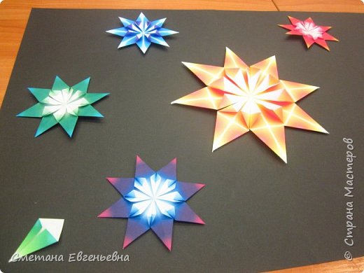 """И все-таки мы успели! Встречайте наш """"Парад звезд"""".  Наше объединение очень любит поделки в технике оригами. Поэтому Максим и Гриша захотели сделать работу в этой технике в номинации Карта звёздного неба.  фото 4"""