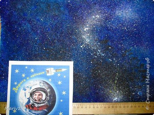Рисунок был создан после обсуждения известного мифа о Дедале и Икаре. Икар мечтает о полётах в небо.Небо будто зовёт и манит его .Мечтатель поднимается ввысь и ...погибает от лучей жаркого солнца.А космос продолжает вдохновлять людей на полёты. фото 1