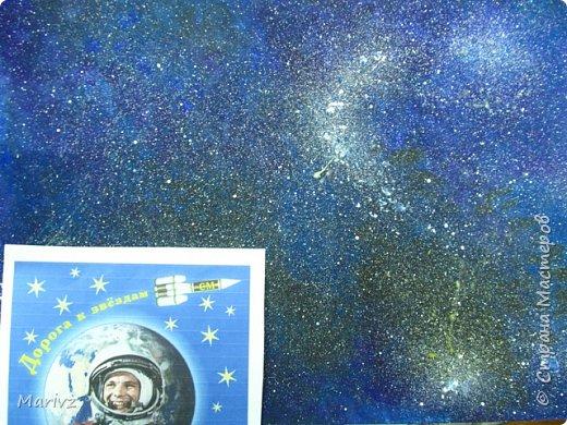 Рисунок был создан после обсуждения известного мифа о Дедале и Икаре. Икар мечтает о полётах в небо.Небо будто зовёт и манит его .Мечтатель поднимается ввысь и ...погибает от лучей жаркого солнца.А космос продолжает вдохновлять людей на полёты. фото 4