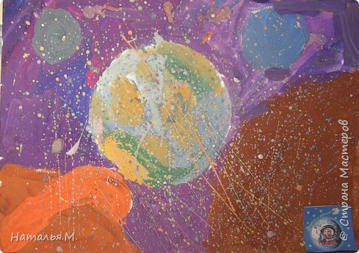 Так я представляю себе космос. Там все очень необычное, как в фантастических фильмах. Но наша планета самая красивая, самая необычная! Я решила нарисовать нашу планету в необъятных космических просторах. фото 1