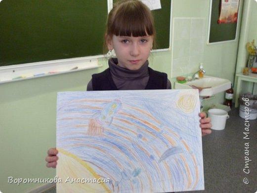Ангелина нарисовала полет космического корабля к звездам. фото 3