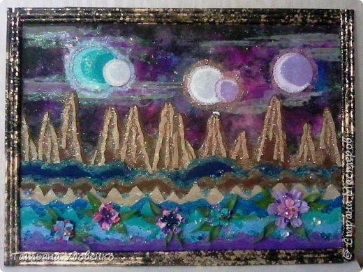 Глядя на ночное звездное небо мы задумываемся: есть ли в этом бесконечном пространстве вселенной живые планеты? А сколько лун смотрят на неё в ночи? Какие фантастические виды открываются? Мы немного пофантазировали и сделали работу с таинственным ночным пейзажем далекой планеты. фото 6