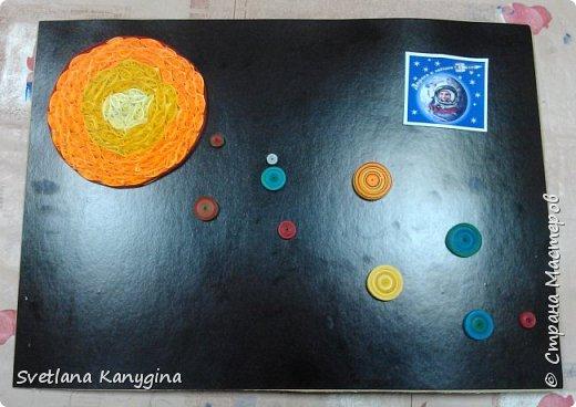 """""""Со́лнечная систе́ма — планетная система, включающая в себя центральную звезду — Солнце — и все естественные космические объекты, обращающиеся вокруг Солнца. Она сформировалась путём гравитационного сжатия газопылевого облака примерно 4,57 млрд лет назад"""". (https://ru.wikipedia.org) фото 3"""