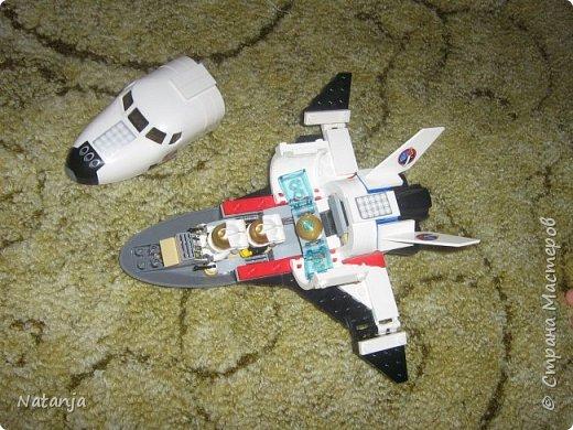Моему старшему сыну 4,5 года. Сейчас сидит дома на больничном. Папе стало жалко  сына и купил  ему, два дня назад, новый конструктор. И так получилось, что это оказался космический корабль! фото 3