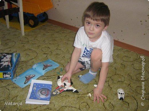 Моему старшему сыну 4,5 года. Сейчас сидит дома на больничном. Папе стало жалко  сына и купил  ему, два дня назад, новый конструктор. И так получилось, что это оказался космический корабль! фото 2