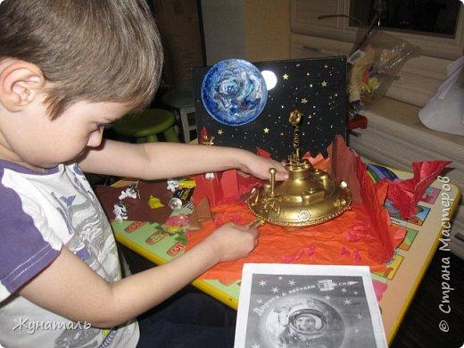 Я Максим. Мне 6 лет,Люблю рисовать и делать всякие поделки на тему авиации и космоса.На конкурс решил сделать НЛО из ненужного материала. фото 5