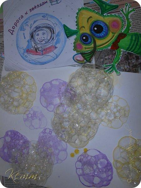 Вот такой Пузырёша получился у Алены,он любит пускать пузыри ушами,носом и даже пальцами,на которых у него колечки для пузырей,Пузырёша любит прыгать по мыльным лужам,а на его планете только такие мыльные лужи,и радовать всех друзей радужными пузырями фото 3