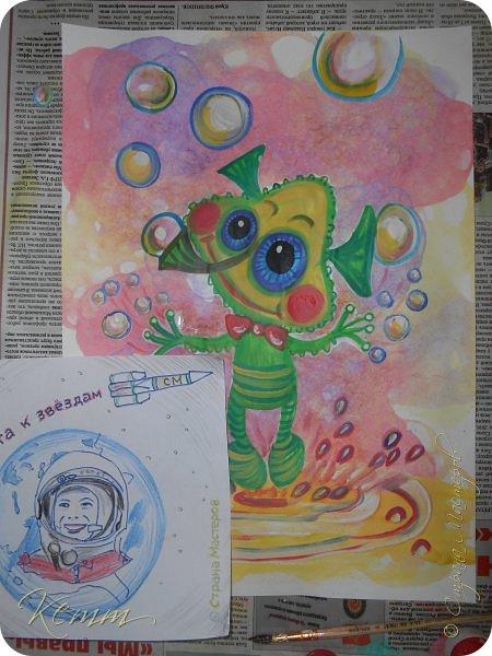 Вот такой Пузырёша получился у Алены,он любит пускать пузыри ушами,носом и даже пальцами,на которых у него колечки для пузырей,Пузырёша любит прыгать по мыльным лужам,а на его планете только такие мыльные лужи,и радовать всех друзей радужными пузырями фото 4