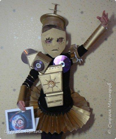 """Здравствуйте! Представляем на конкурс """"Дорога к звёздам!""""  Робот-помощник С-3-P-O робот-балерина! Это робот помощник и  друг.... создан  для детей ... С ним можно играть, читать книжки, смотреть мультики... У робота есть одна интересная  функция -это  обучение танцам.... Урок начинается! Приготовились! Встали в третью позицию! И....раз! И...два! Тянем ножку!... фото 2"""
