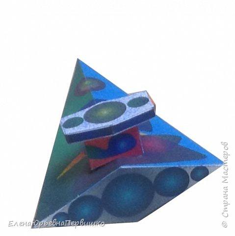 """Цветов Сергей, модель космолета """"ЛАСТОЧКА"""", выполнена из ватмана. Работа целиком авторская, от идеи до воплощения. фото 1"""