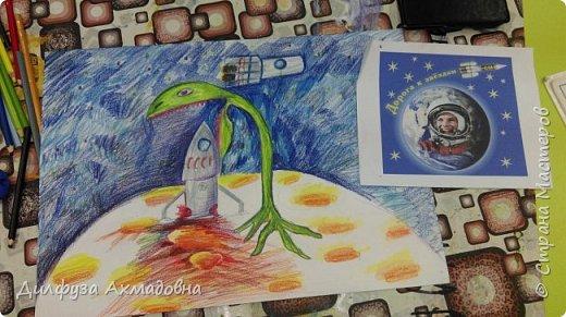 """Я выбрал тему межпланетная экспедиция, моя работа """"Загадочный Марс"""",возникла на основе фильма """"Марсианин"""". Все что,не известно по началу кажется страшным, затем становится загадочным, и возникает мысль изучить загадку. Так и экспедиция приземлившиеся  на планету Марс, увидели как гигантское растение ест ракету. Это растение ест все,что захочет, так спасает планет,у чтоб никто не навредил. К счастью рядом пролетала ракета, которая спасла экспедицию.       фото 5"""