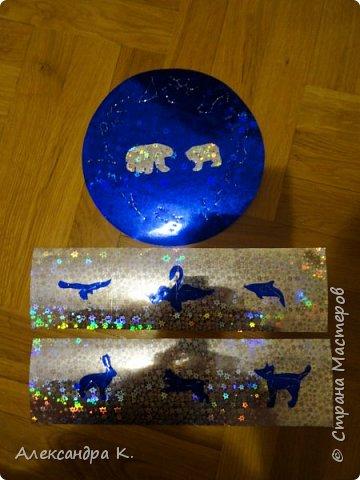 На крышке коробочки изобразила 12 созвездий зодиака, созвездия Большой и Малой Медведицы.  фото 5
