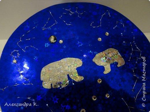На крышке коробочки изобразила 12 созвездий зодиака, созвездия Большой и Малой Медведицы.  фото 7