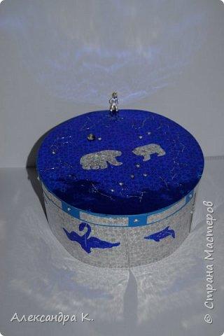 На крышке коробочки изобразила 12 созвездий зодиака, созвездия Большой и Малой Медведицы.  фото 2