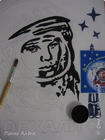 """Здравствуйте, жители Страны мастеров! Представляю вашему вниманию картину """"Наш Гагарин"""". Посвящаю ее первооткрывателю космоса Юрию Гагарину. Для работы использовался крашеный речной песок. фото 4"""
