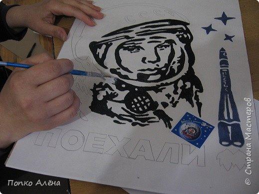 """Здравствуйте, жители Страны мастеров! Представляю вашему вниманию картину """"Наш Гагарин"""". Посвящаю ее первооткрывателю космоса Юрию Гагарину. Для работы использовался крашеный речной песок. фото 5"""