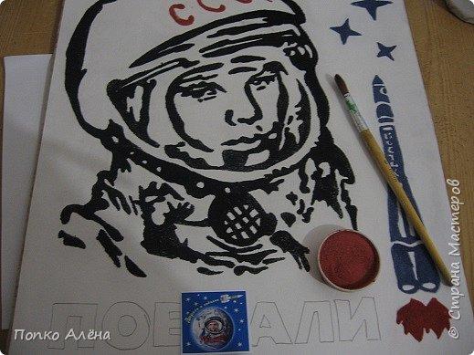 """Здравствуйте, жители Страны мастеров! Представляю вашему вниманию картину """"Наш Гагарин"""". Посвящаю ее первооткрывателю космоса Юрию Гагарину. Для работы использовался крашеный речной песок. фото 6"""