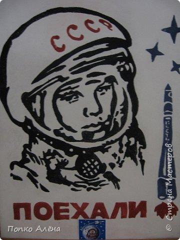 """Здравствуйте, жители Страны мастеров! Представляю вашему вниманию картину """"Наш Гагарин"""". Посвящаю ее первооткрывателю космоса Юрию Гагарину. Для работы использовался крашеный речной песок. фото 7"""