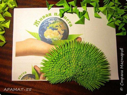 """Здравствуйте.  Для работы выбрала тему """"Царство растений"""" и сделала водяной цветок """"Кубышка желтая"""" Кубышка желтая распространена во многих регионах России. Места ее произрастание – заливы, озера, пруды, речные тихие мелководья. Корневище растения очень ветвистое, от него расползаются десятки корней по дну водоема. Диаметр зависит от возраста кубышки – корень взрослого растения может достигать 10 сантиметров в толщину. Стебель кубышки желтой практически полностью скрыт под водой, на поверхности остается лишь небольшая часть с цветком. Он упругий и длинный, порой достигает 2-3 метров.  Мясистые крупные листья лежат на воде. Они ярко-зеленого цвета, блестят на солнце. Цветок кубышки желтый. Его «лепестки» являются чашелистиками. Они окружают цветок и защищают его. В плохую погоду и в ночное время они закрыты. Большая часть цветка – тычинки с пыльниками. В центре расположена многозвеньевая завязь, в которой образуется плод растения. Период цветение – с мая по август. Плод напоминает кувшин, в котором спрятаны семена.   фото 5"""