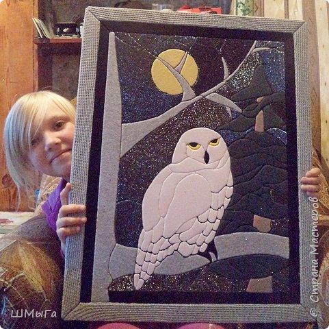 Долго обсуждали и выбирали объект воплощения.  Зарину привлекла полярная сова с ее белоснежным оперением и ярко-желтыми глазами. Панно выполнено в технике кинусайга. фото 14