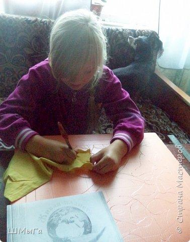 Долго обсуждали и выбирали объект воплощения.  Зарину привлекла полярная сова с ее белоснежным оперением и ярко-желтыми глазами. Панно выполнено в технике кинусайга. фото 4