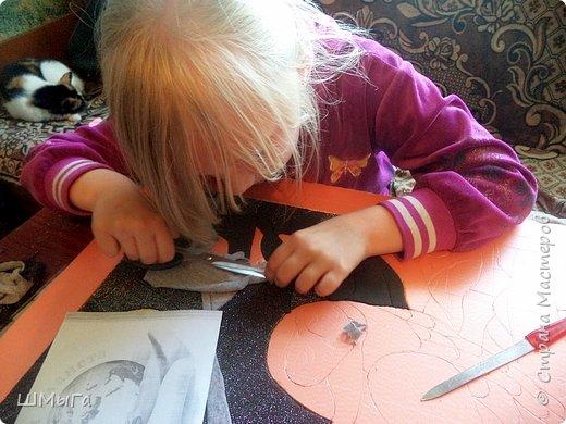 Долго обсуждали и выбирали объект воплощения.  Зарину привлекла полярная сова с ее белоснежным оперением и ярко-желтыми глазами. Панно выполнено в технике кинусайга. фото 7