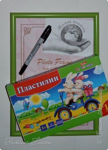 """Здравствуйте, дорогие друзья! Встречайте ещё одну мою конкурсную работу - тюльпан Шренка! В этот раз я решила освоить новую для меня технику - обратную аппликацию из пластилина, которой """"заразилась"""" у Натальи Свиридовой (http://stranamasterov.ru/user/43706). Как написали гости на страничке Натальи - она виртуоз в этой технике, и я с этим абсолютно согласна! Напрашивается вопрос - почему для работы я выбрала именно тюльпаны? А потому, что у меня есть очень хорошая подруга, любительница тюльпанов, вот я и решила """"убить двух зайцев"""" - и в конкурсе поучаствовать, и подругу порадовать) Надеюсь, что ей понравится моя скромная картинка)  фото 3"""