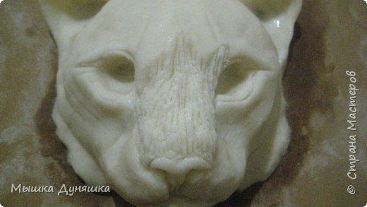 Здравствуйте уважаемые жители Страны Мастеров! Сегодня я представляю вам свою конкурсную работу в виде панно с изображением котенка снежного барса, который начинает подготавливаться к самостоятельной жизни, к охоте и добыче пищи. Немного подросший и окрепший, он вылезает из под кустов для того, чтобы познать окружающий его мир и природу.  фото 10