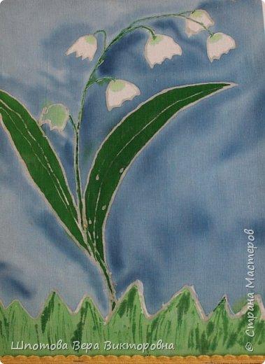 Дашин любимый цветок, который занесён в Красную книгу Саратовской области- Ландыш. Даша решила его изобразить батиком.  фото 1