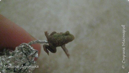 """Здравствуйте, уважаемые мастера и мастерицы! Представляю вам на суд свою вторую конкурсную работу под названием """"Черный журавль и камышовая жаба"""". Изделие выполнено в виде кусочка природы - небольшого участка болота, где спереди на берегу располагается гнездо с детенышами и парой журавлей, а на заднем плане - 2 камышовые жабы.  фото 23"""