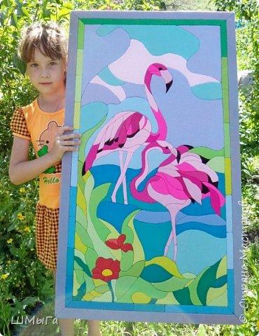 Фламинго очень изящная и необычная птица. Недаром, она привлекла внимание многих конкурсантов. Вот и Полина не устояла перед грациозностью этой птицы. Длинные ноги, гибкая шея и особый, изогнутый вниз клюв делают фламинго эталоном птичьей красоты.  Представляем вашему вниманию панно в технике кинусайга. Девочки мои впали в гигантизм, их работы становятся все больше и больше. Конечно, и времени затрачено немало, но оно того стоит. фото 15