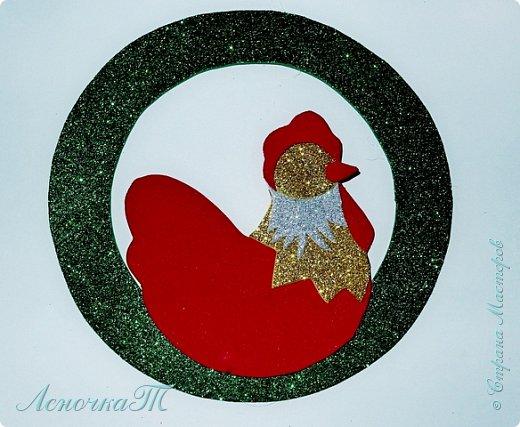 Новый год  не за горами,  а значит  в самый  раз  настала пора готовиться   к самому  любимому празднику всех детей и взрослых. Вот и  мы решили открыть  подготовительный сезон петушиным новогодним  украшением. А как уж  использовать свою  украшалочку, решать вам. фото 8
