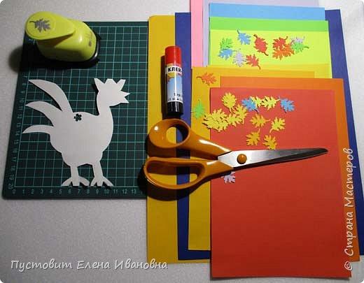 Представляем вашему вниманию осеннего фантазийного петушка.Для аппликации использованы разноцветные дырокольные листочки. фото 4