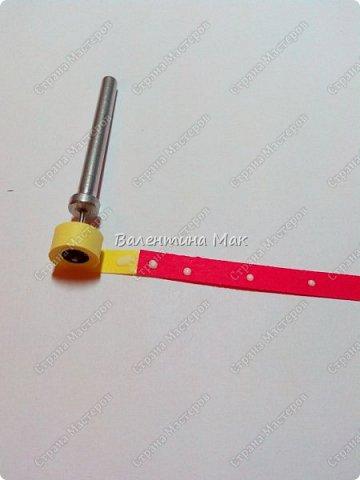 Мой Петушок выполнен в технике квиллинг. Он может быть игрушкой на ёлку или сувениром-магнитиком, или даже брелком! фото 4