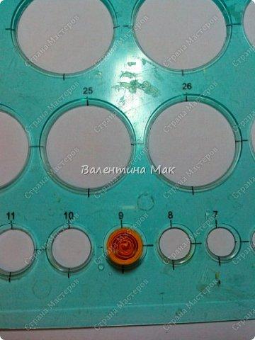 Мой Петушок выполнен в технике квиллинг. Он может быть игрушкой на ёлку или сувениром-магнитиком, или даже брелком! фото 10