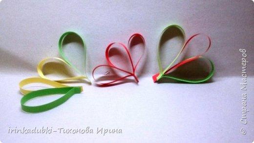 Петушок. Выполнен из цветного картона и бумаги. Может украсить полочку с книгами, повисеть на елочке, а может даже спрятать внутри себя подарочек. фото 7