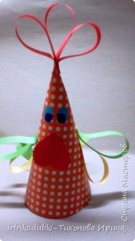 Петушок. Выполнен из цветного картона и бумаги. Может украсить полочку с книгами, повисеть на елочке, а может даже спрятать внутри себя подарочек. фото 8