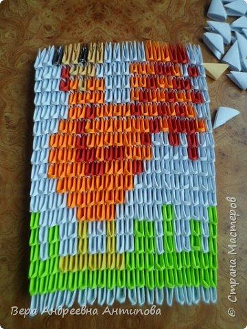 Очень обрадовалась новому конкурсу, решила сразу, что петушки мои будут в технике модульного оригами, обожаю эту технику. Первого петушка собрала объёмного, его можно посмотреть здесь http://stranamasterov.ru/node/1057851?k=all&u=338230.  Второго решила собрать плоскостного, в виде картины. Раньше картины модульные не собирала, было очень любопытно попробовать. И конкурс как раз кстати подошел. Вот что у меня получилось. фото 10