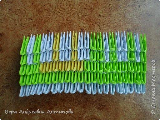 Очень обрадовалась новому конкурсу, решила сразу, что петушки мои будут в технике модульного оригами, обожаю эту технику. Первого петушка собрала объёмного, его можно посмотреть здесь http://stranamasterov.ru/node/1057851?k=all&u=338230.  Второго решила собрать плоскостного, в виде картины. Раньше картины модульные не собирала, было очень любопытно попробовать. И конкурс как раз кстати подошел. Вот что у меня получилось. фото 6