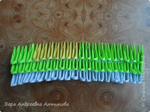 Очень обрадовалась новому конкурсу, решила сразу, что петушки мои будут в технике модульного оригами, обожаю эту технику. Первого петушка собрала объёмного, его можно посмотреть здесь http://stranamasterov.ru/node/1057851?k=all&u=338230.  Второго решила собрать плоскостного, в виде картины. Раньше картины модульные не собирала, было очень любопытно попробовать. И конкурс как раз кстати подошел. Вот что у меня получилось. фото 5