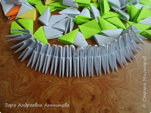 Очень обрадовалась новому конкурсу, решила сразу, что петушки мои будут в технике модульного оригами, обожаю эту технику. Первого петушка собрала объёмного, его можно посмотреть здесь http://stranamasterov.ru/node/1057851?k=all&u=338230.  Второго решила собрать плоскостного, в виде картины. Раньше картины модульные не собирала, было очень любопытно попробовать. И конкурс как раз кстати подошел. Вот что у меня получилось. фото 2