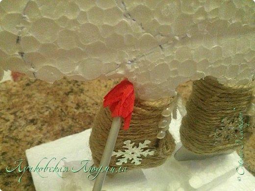 Этот петушок очень любит зиму и зимние забавы: кататься на санках и коньках, строить крепость и играть в снежки. Это он на катке.  фото 15