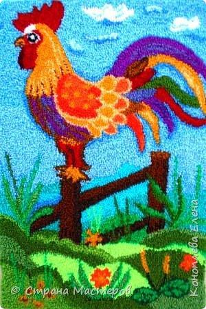 """Добрый день мастера и мастерицы! Представляю свою конкурсную работу, которую я решила выполнить в технике """"ковровая вышивка"""". Техника ковровой вышивки (или ручной набивки) очень легка в исполнении, а выполненные изделия выглядят очень эффектно и способны украсить любой дом. Мое панно со сказочным петушком будет украшать комнату моей любимой внученьки (ей 2 годика). фото 1"""
