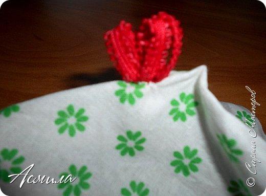 Здравствуйте, дорогие жители Страны. Предлагаю вам сделать петушка в стиле русской народной игрушки из ткани. изготовить его не сложно. А использовать можно в качестве игрушки на ёлку. фото 8