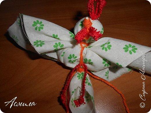Здравствуйте, дорогие жители Страны. Предлагаю вам сделать петушка в стиле русской народной игрушки из ткани. изготовить его не сложно. А использовать можно в качестве игрушки на ёлку. фото 14