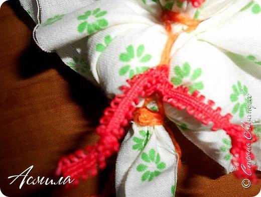 Здравствуйте, дорогие жители Страны. Предлагаю вам сделать петушка в стиле русской народной игрушки из ткани. изготовить его не сложно. А использовать можно в качестве игрушки на ёлку. фото 15