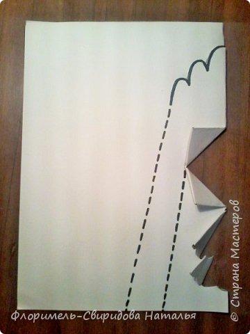 """Поделка выполняется в технике """"киригами"""" - открытка с раскрывающимся элементом внутри. Для работы понадобятся акварельная бумага, фломастеры(или любой другой изобразительный материал) и ножницы. фото 3"""