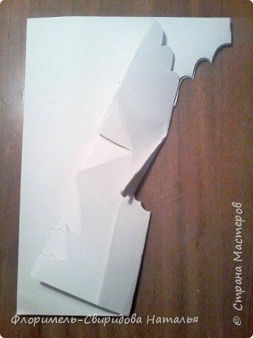 """Поделка выполняется в технике """"киригами"""" - открытка с раскрывающимся элементом внутри. Для работы понадобятся акварельная бумага, фломастеры(или любой другой изобразительный материал) и ножницы. фото 6"""