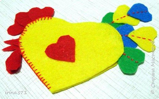Вот такой сердечный петушок из фетра у меня появился! Вообще задумывался как игрушка на ёлку, но думаю он может служить и игольницей. фото 11