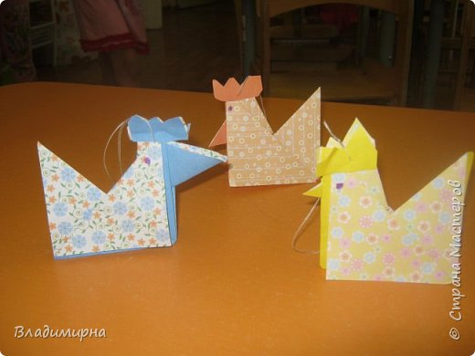 Вот такие петушки для елки получились у Ани, Вари и Ксюши из бумаги для оригами.  фото 9
